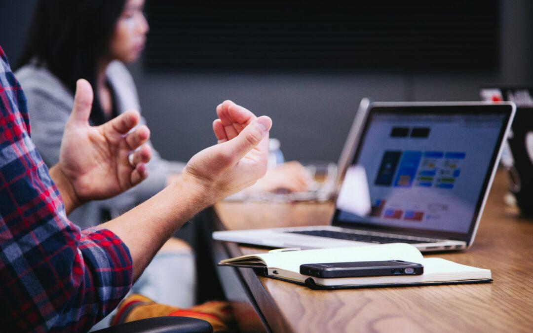 community manager inviatis agence webmarketing